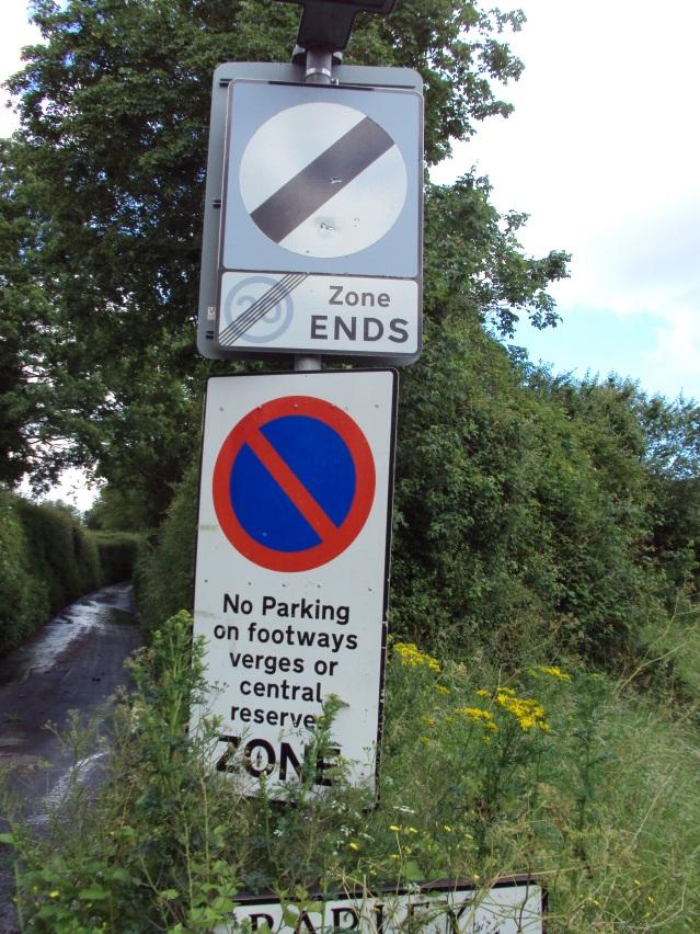 nadder-park-road-obscured-sign-02